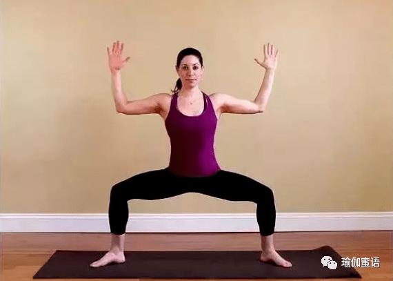 12个能收紧臀部、大腿、腹肌和上半身的极富挑战性的瑜伽动作