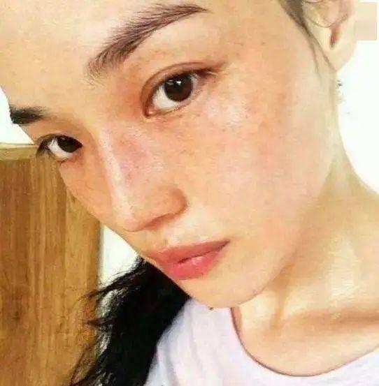 大脸塌鼻被喷丑女 44岁复出即屠榜 她凭什么就成了男神杀手?