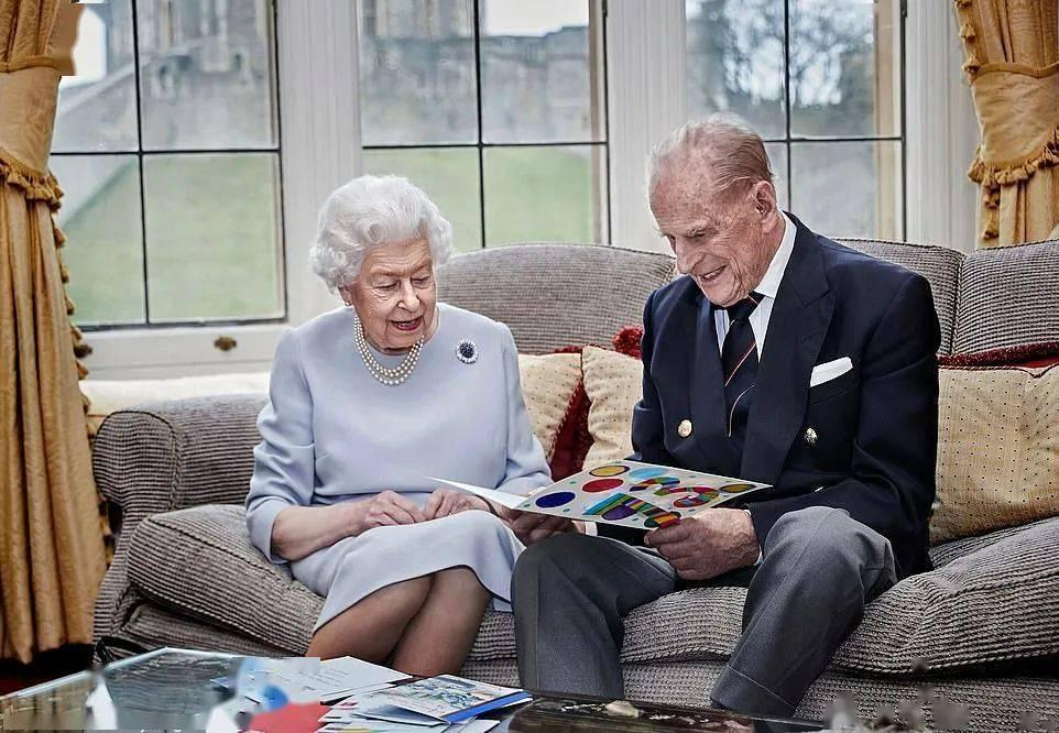 英女王迎来结婚73周年纪念日