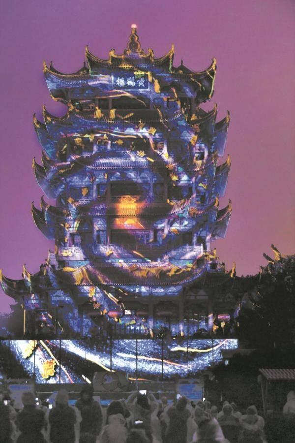 雷神山火神山建设者体验《夜上黄鹤楼》