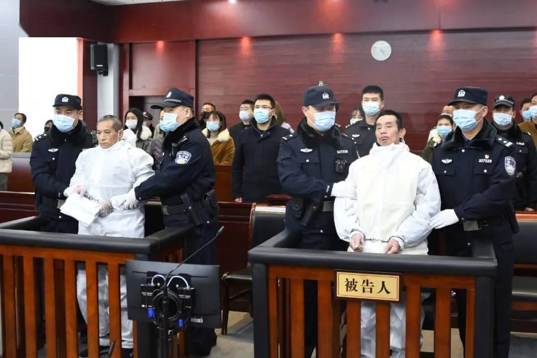 江苏淮安重大暴力袭警案一审宣判,两被告人被判死刑