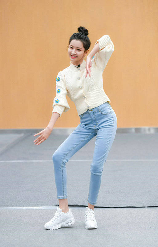 德漾娱乐演员张雪菡综艺首秀 《登场了敦煌》变身有缘人感受飞天魅力