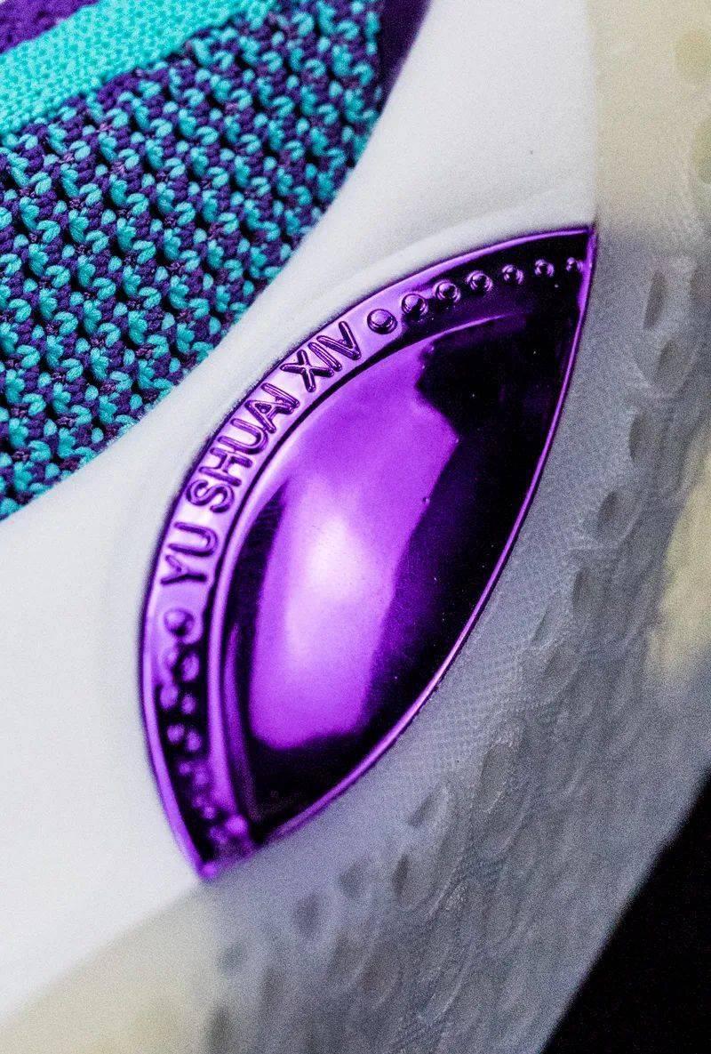 期待许久的 PE 配色 + 华丽的超大 TPU!这鞋有点不讲武德!
