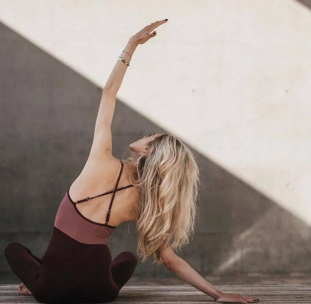 8个瑜伽变体,紧致肌肉,完美塑形!