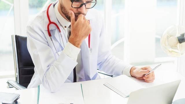 """乳腺癌术后若发生骨转移,会有哪些""""信号""""呢?如何治"""
