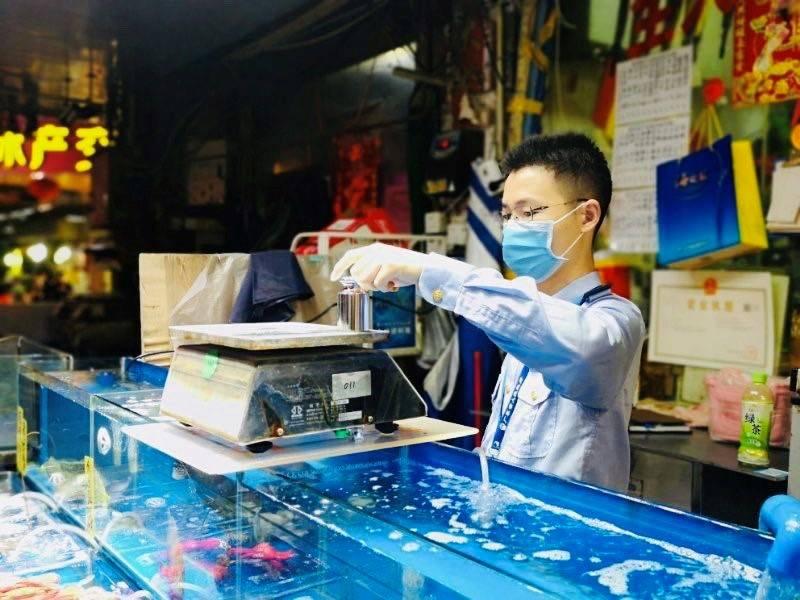 """荔湾""""零容忍""""整治行业乱象!黄沙水产市场如今面貌一新"""
