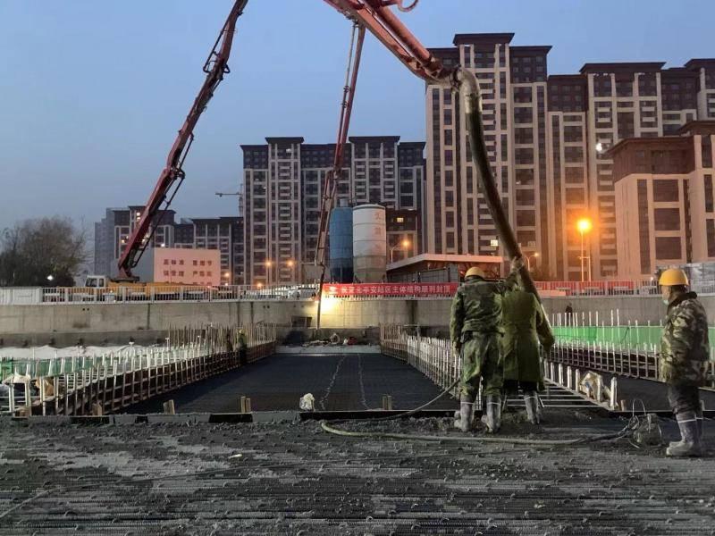 北京地铁11号线西段三座车站提前实现主体结构封顶