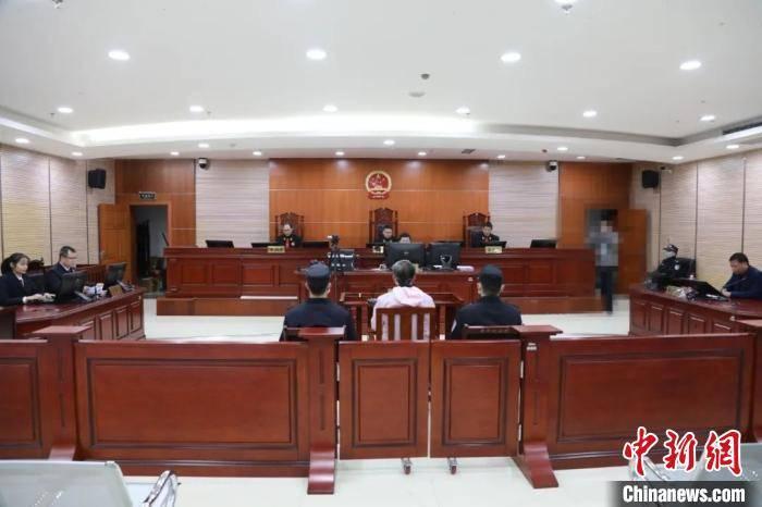 玉林市原副市长禤甲军受贿逾900万元 一审获刑十年六个月