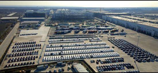 特斯拉上海工厂停车场出现大量Y型车
