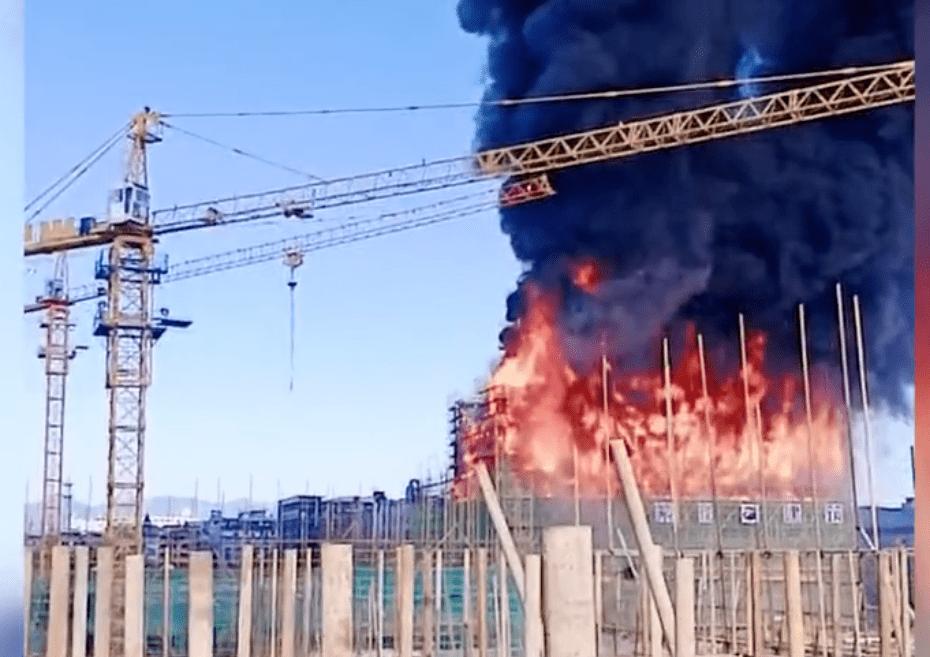 浙江一在建工地突发大火!外脚手架燃烧,火势凶猛