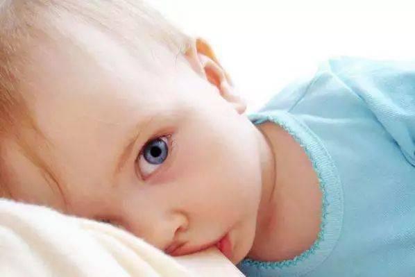 产后早期母乳喂养和哺乳的常见问题