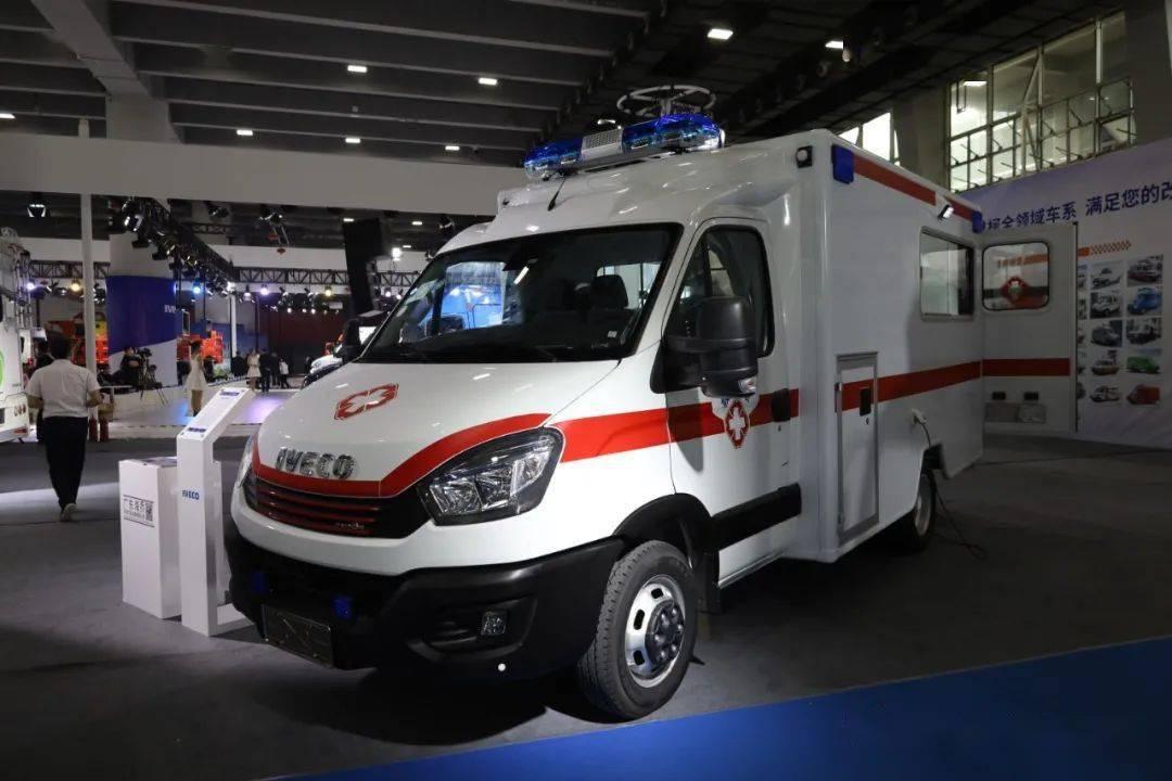8AT空气悬架南京依维柯欧盛底盘方舱负压救护车