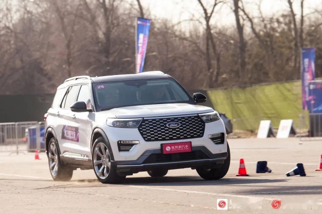 新款福特探索者比奥迪Q7和宝马X5大。开车怎么样?