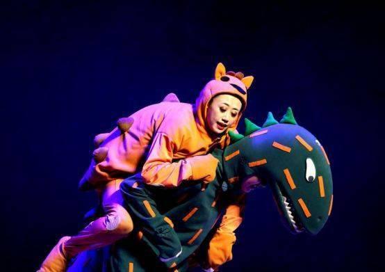 大型恐龙主题实景童话剧《你看起来好像很好吃》绘本上的故事来看吧!  第3张