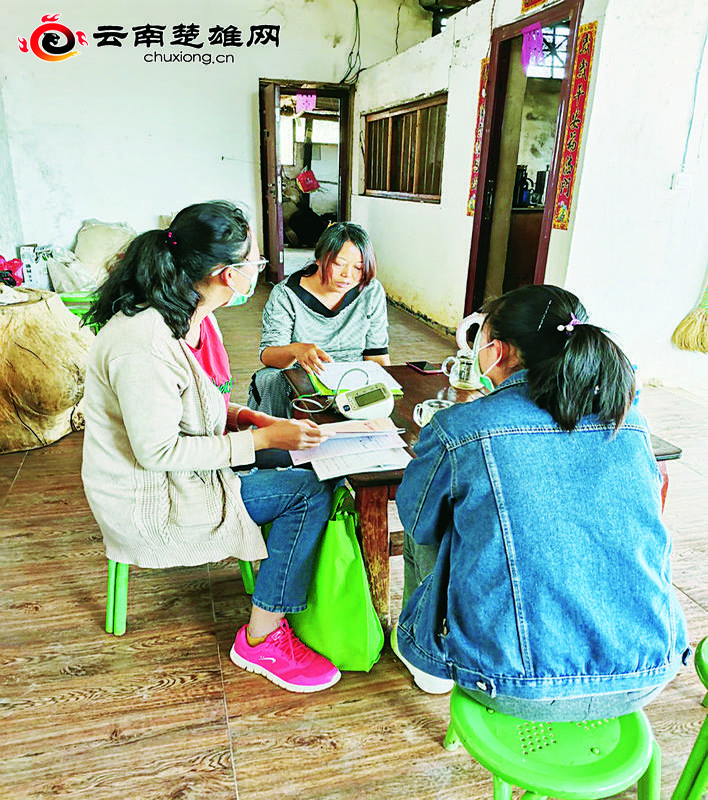 新华乡卫生院开展家庭访视守护宝妈健康