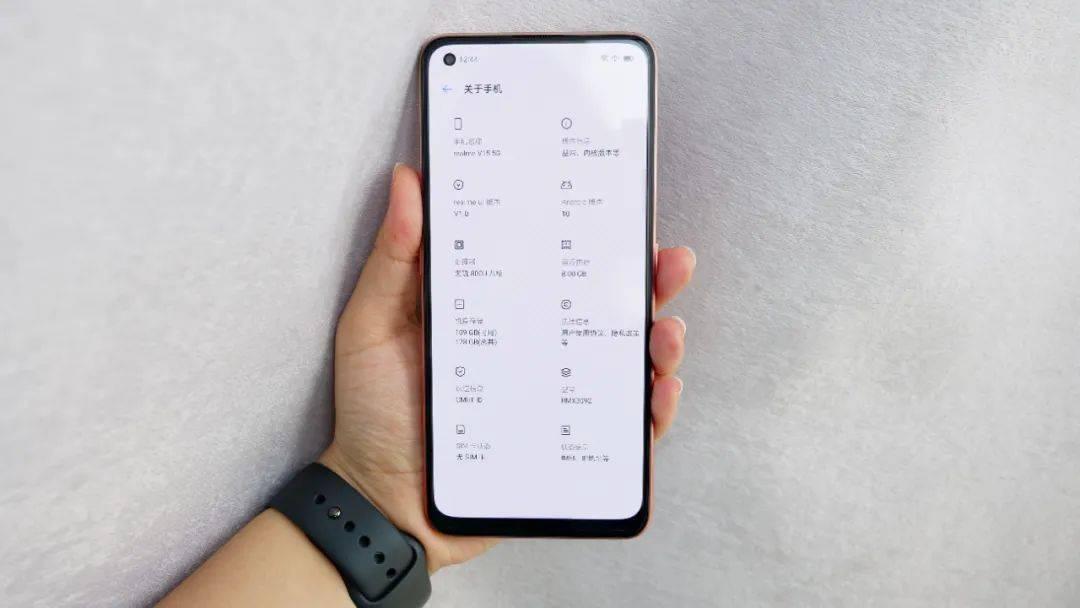 【视频】1399起 realmeV15锦鲤手机发布 2GB价格差600块?