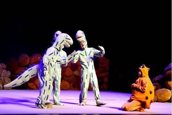 大型恐龙主题实景童话剧《你看起来好像很好吃》绘本上的故事来看吧!  第6张
