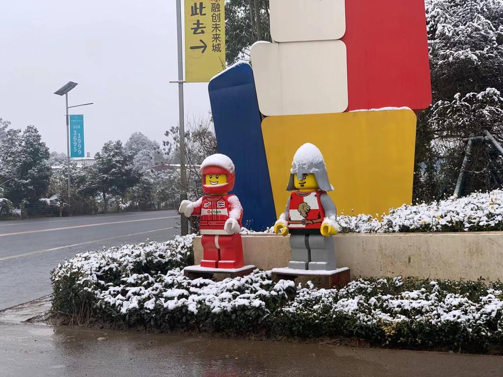 """四川乐高乐园:童话遇瑞雪,一场成都和乐高的""""冰雪奇缘"""""""