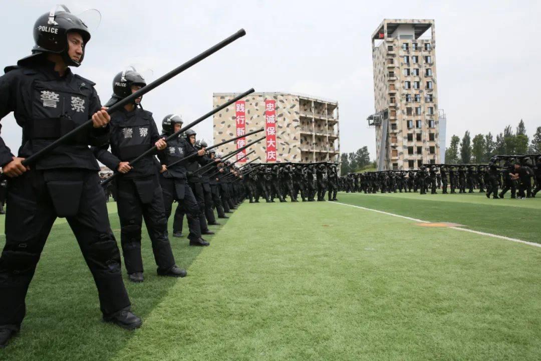【致敬首个警察节】一组照片看成都公安70年变化……