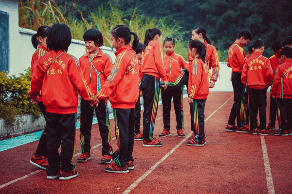 1月15日!电影《星光点点》励志上映,看乡村小学如何勇夺世界冠军