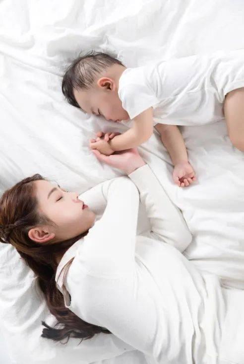 宝宝睡不安稳、入睡困难,原因大排查  第7张