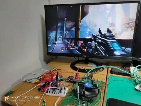 国外硬核玩家打造便携PS4:随时随地开玩