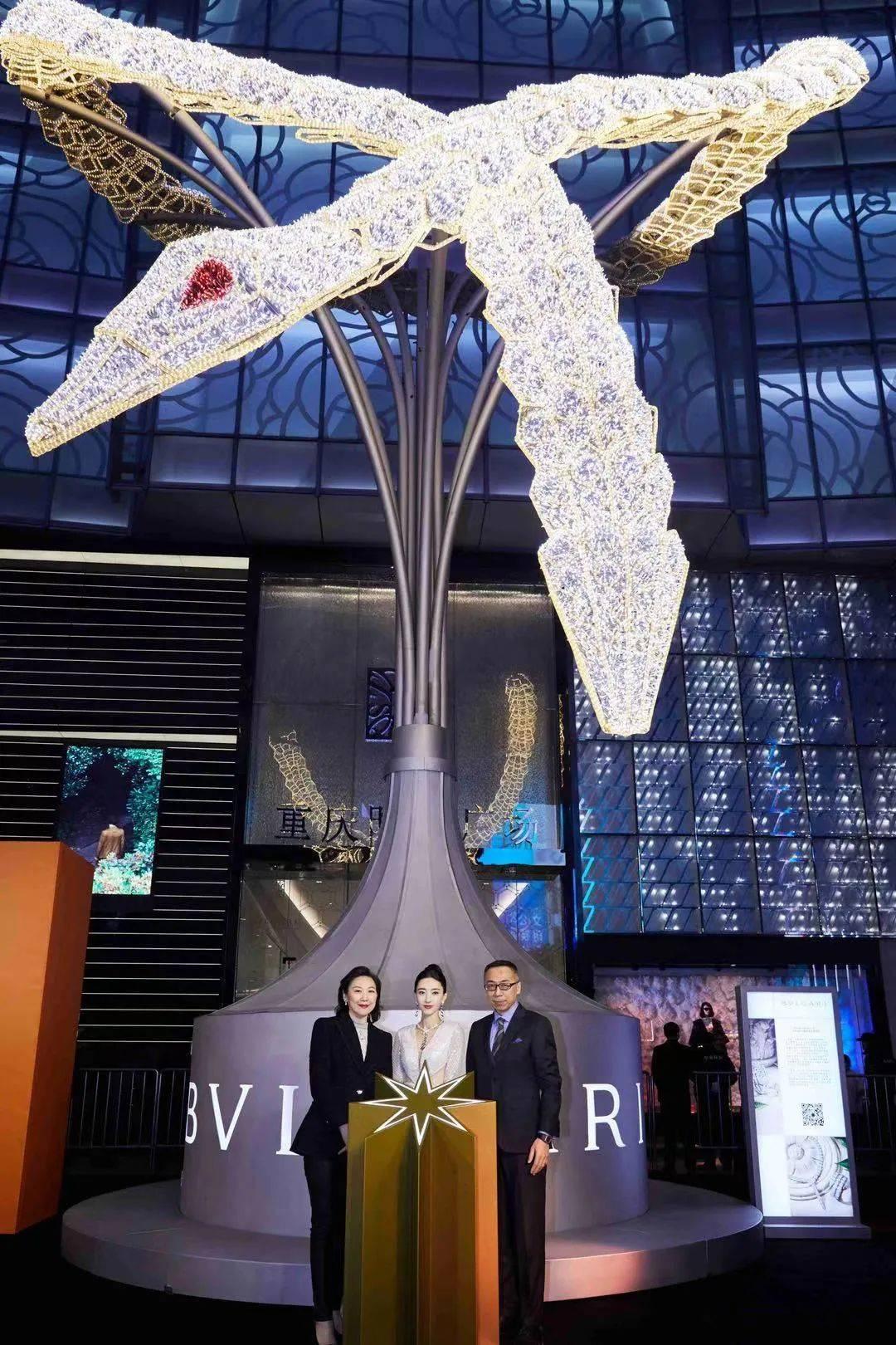 Serpenti蛇形灯光艺术装置闪耀重庆时代广场