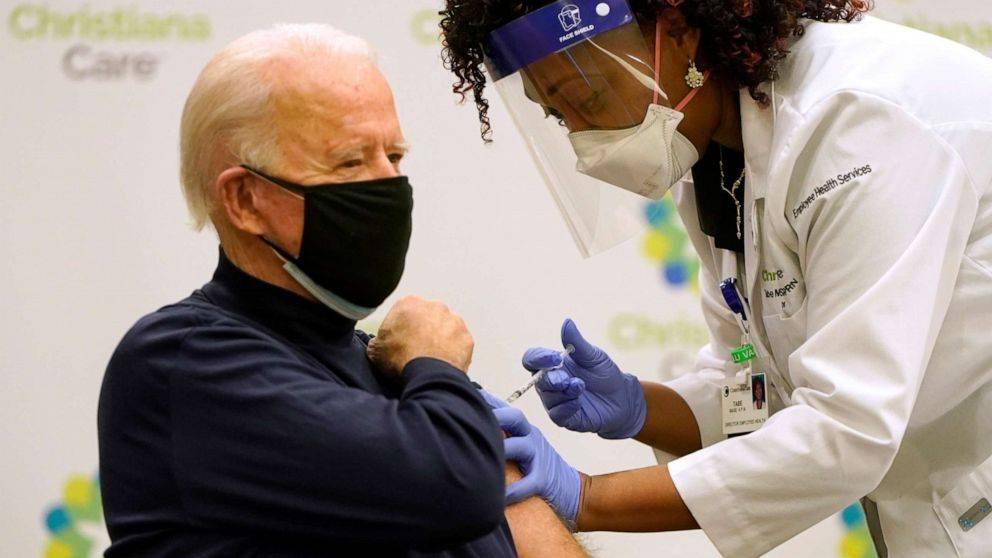 美媒:拜登将公开接种第二剂新冠疫苗