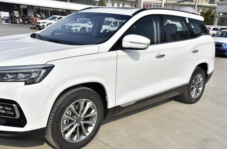 10万捷克车,宽度1.9米,配备1.6T十大发动机,一般都能卖