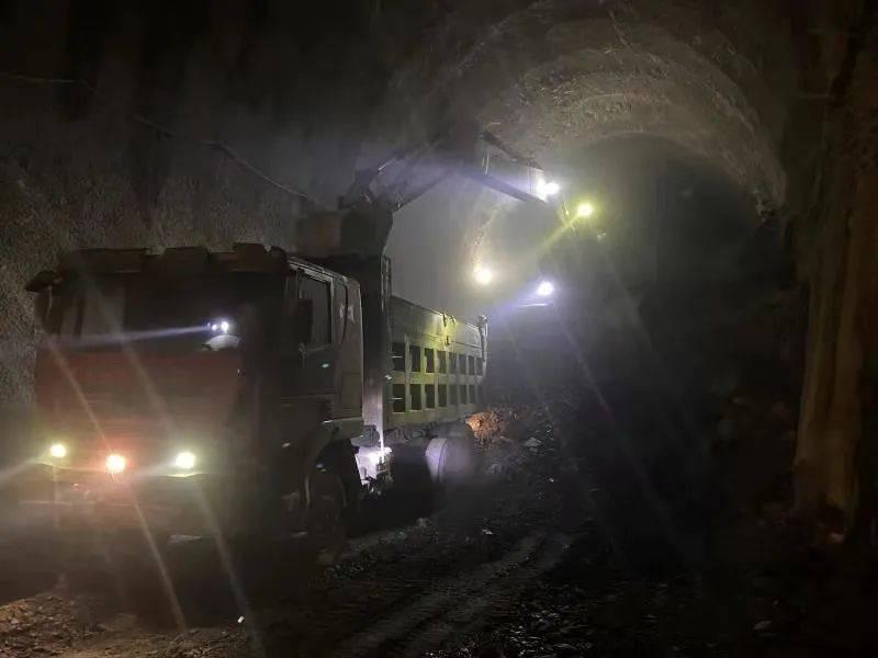 中老铁路巴罗二号隧道全隧贯通