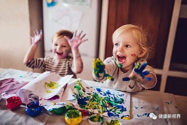 被过多赞美的孩子回避挑战;被过度表扬的人,更容易经常作弊