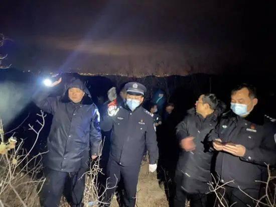 焦作丨一男子前往荒山自杀,警方搜救5个小时,终于发现了奄奄一息的男子!