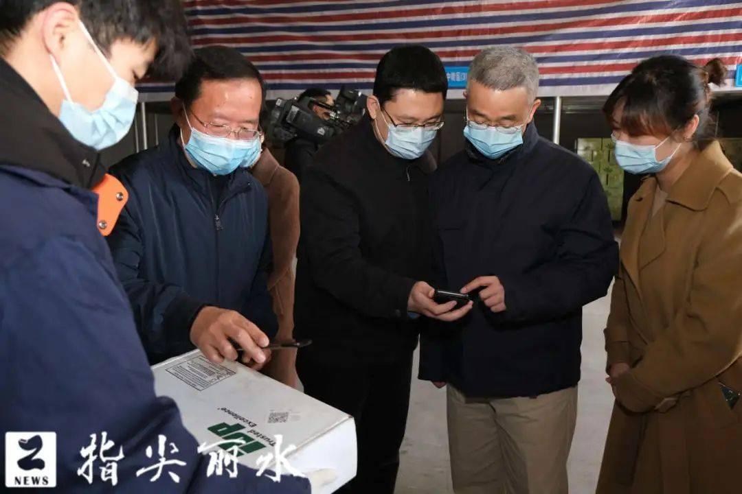 胡海峰在市区检查督导冷链食品疫情防控工作时强调 织牢织密冷链食品安全网 全力以赴堵住疫情经物传播渠道