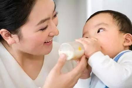 新妈妈第一课:能否把母乳和配方奶混合在一起