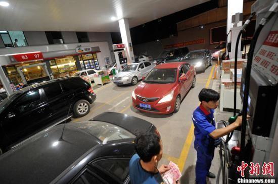 过了今晚加一箱油多花7元!24时起国内成品油价格按机制上调