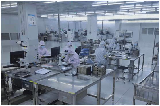 春节假期重庆市电子器件公司赶工期忙