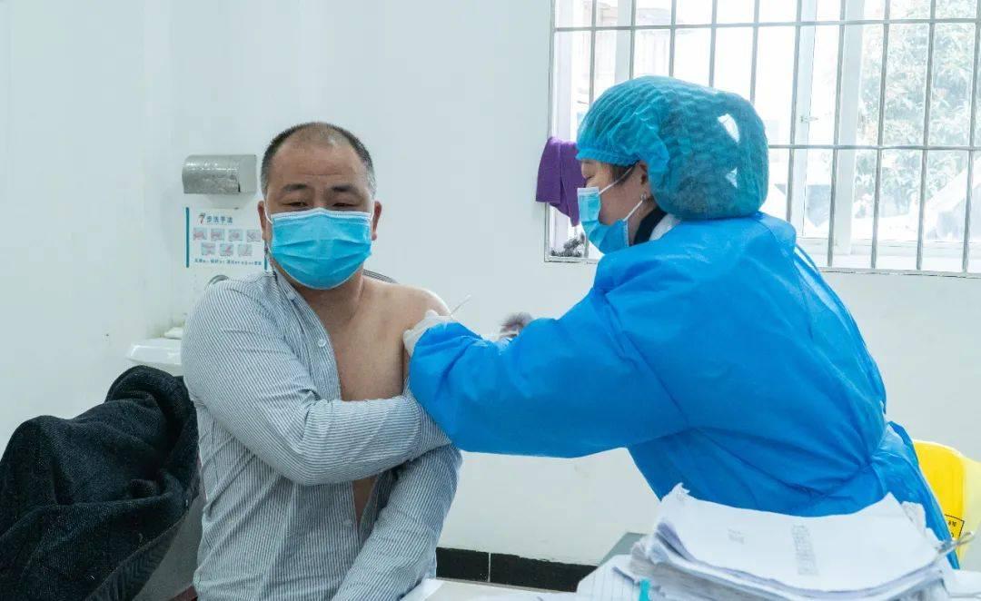 雅安新冠疫苗接种工作全面启动,市民可预约接种