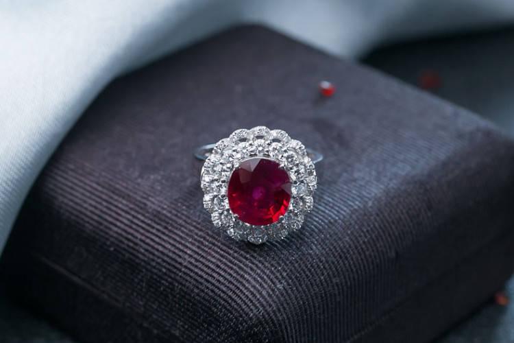 就要玉:1克拉的红宝石戒指大概多少钱?红宝石价格分析