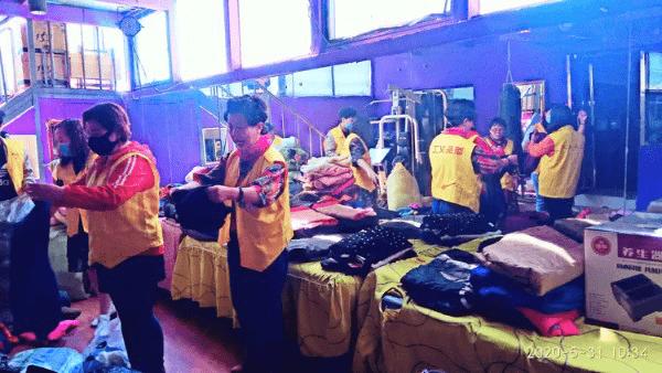 情系西藏 爱心捐助――记包头雪狼自驾游携手公益行活动