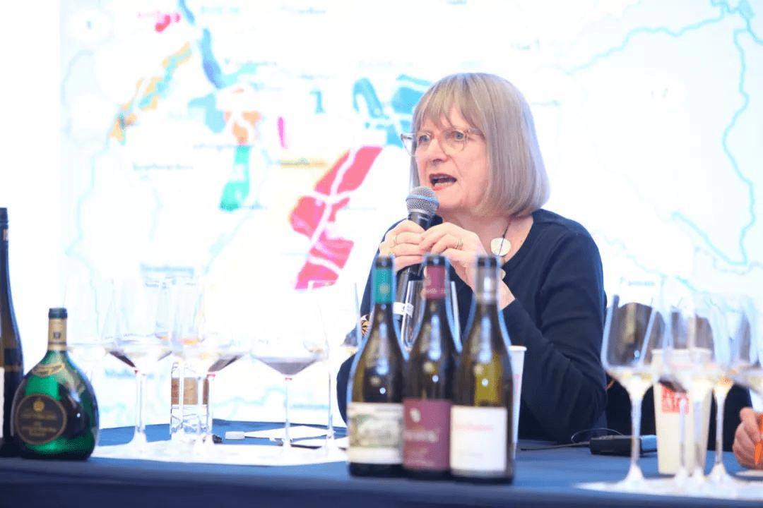 葡萄酒大师Jancis Robinson2019年在中国上海主持了德国雷司令和黑皮诺的大师班