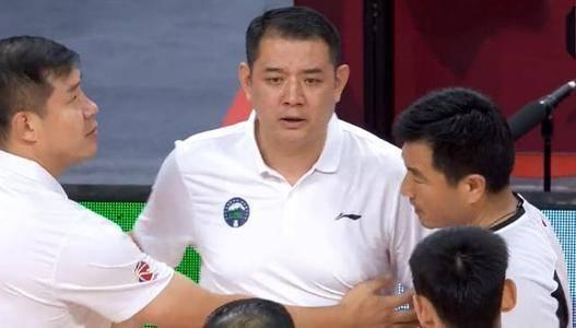 主教练停赛,过去四场输三场,山东男篮迎来吉林将是保八关键战