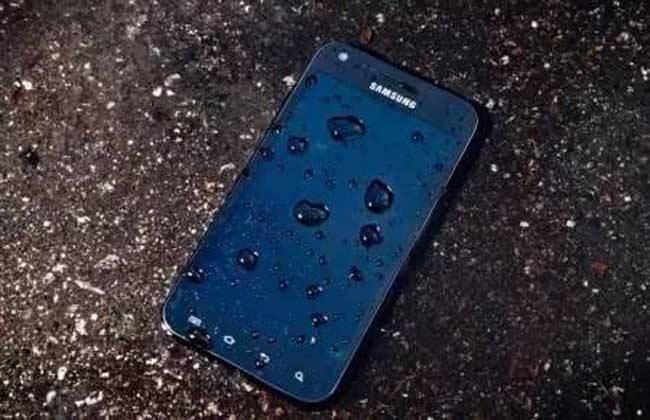 一体机手机掉水里怎么办(怎么确认手机进水没事)