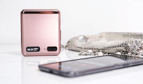 """谁说""""我""""只是折叠屏 三星Galaxy Z Flip 5G无限可能"""