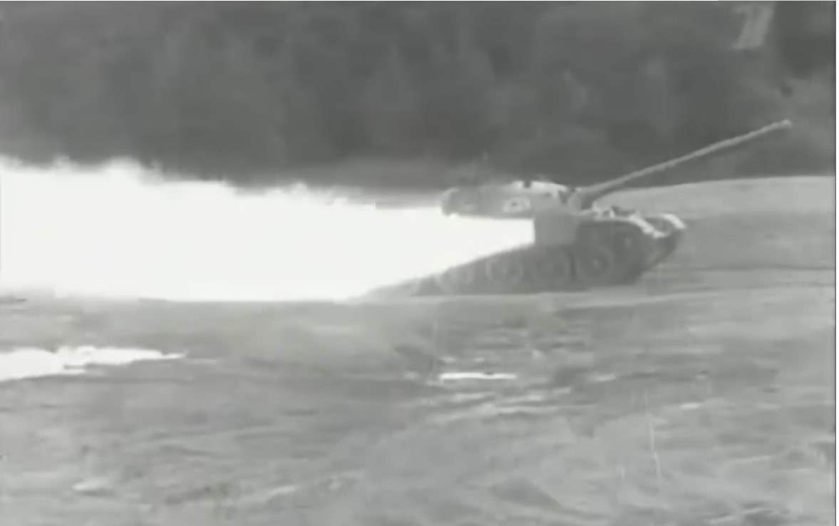 火箭助推器有什么用?苏联人告诉你,坦克安装上还有闪现的功效