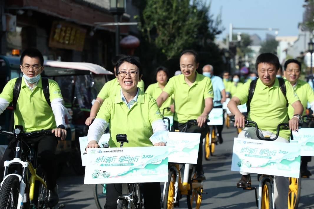 黄艳副部长参加922绿色出行宣传活动