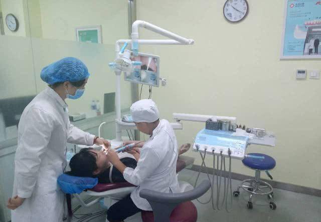 一般牙科医生月收入(口腔医生有多辛苦)