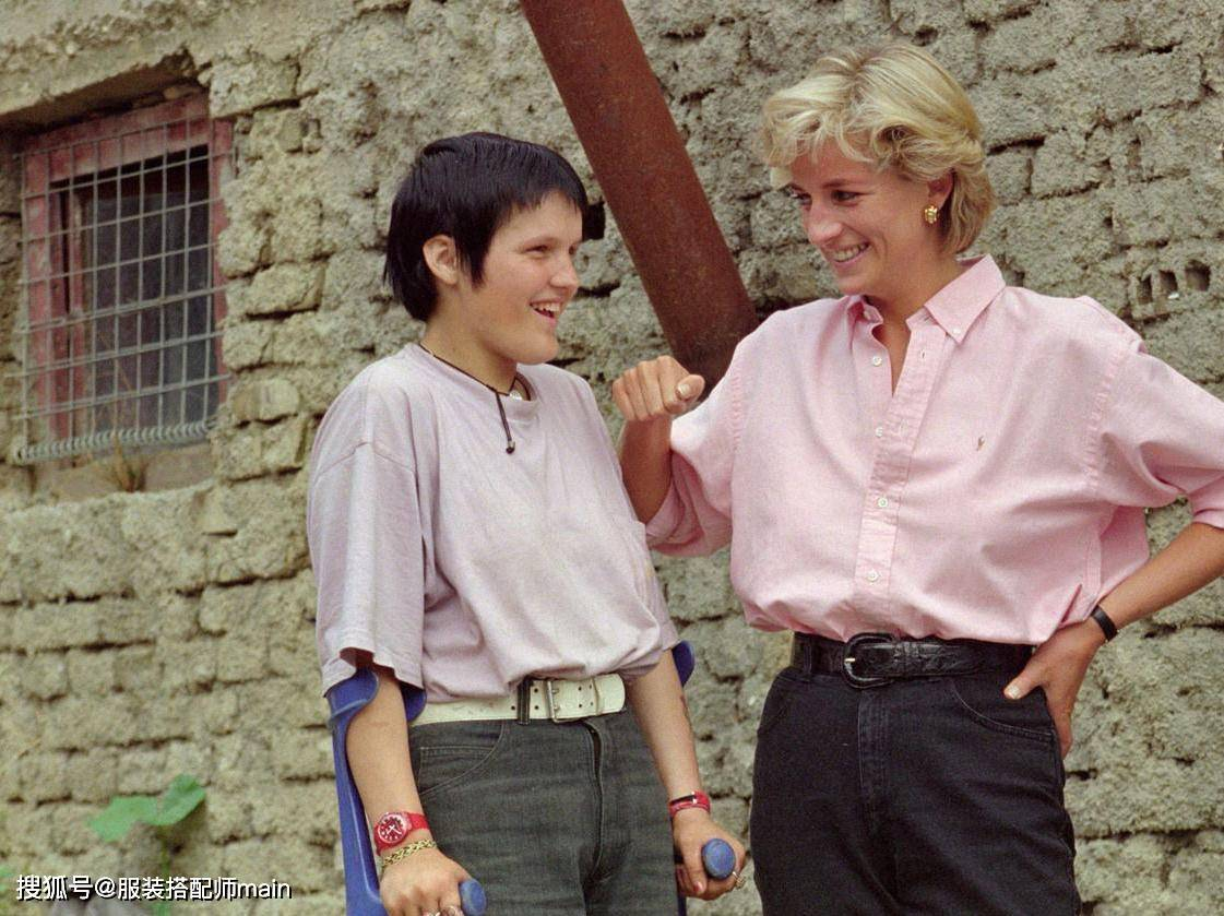 过了三十多年 戴安娜这40套造型依旧经典 腰带的搭配也不过时