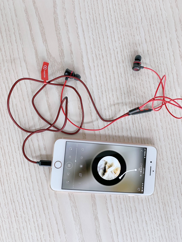 耳机为什么一个有声音一个没有(耳机一边没声音怎么修)