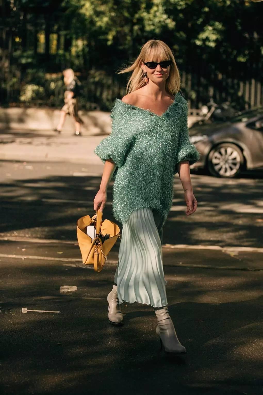 大毛衣+半裙 2020的气质通勤装就靠它了! 时尚家庭 第7张