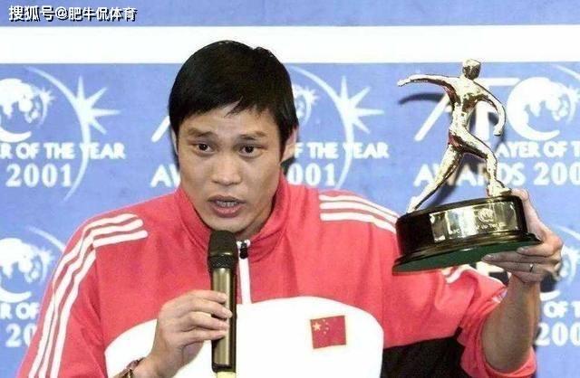 他是中国足球名宿,娇妻比他小17岁,女儿长得肤白貌美